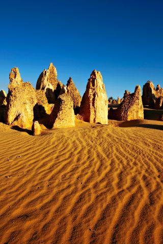 ナンバン国立公園ピナクルズ 提供Toursim Western Australia