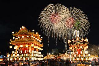 秩父夜祭 屋台と花火 画像提供:秩父観光協会